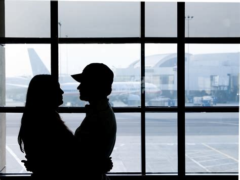 10 Ways Long-Distance Relationships Make People – And Love