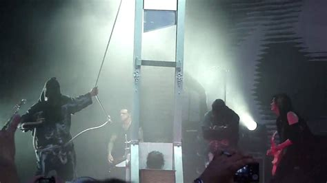 Alice Cooper Beheaded By A Guillotine (Live in Charlotte