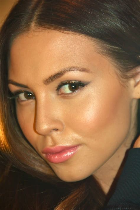 Bronzed Brunette Makeup + Perfect Peach Lips | Maquillage