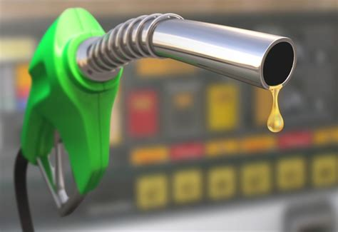 11 ways to drive fuel efficiently in SA   Wheels24