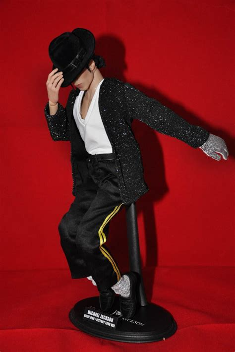 New pics of Hot Toys- Michael Jackson - Page 2